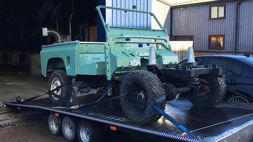 VIEZU vehicle transport Land Rover Defender restoration transport